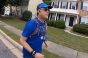 美国教师疫情期间想念学生 每天至少跑9公里逐一探望