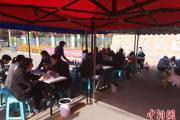 """内蒙古:幼儿园""""跨界""""卖早点 特色早餐受欢迎"""