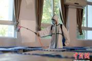 武汉初一初二年级8月10日返校复学 消防员进校园全面消杀