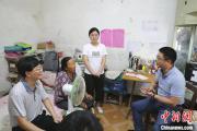 欲带奶奶上学的江西女孩收到湖南大学录取通知