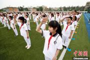 """北京中小学校错峰开学 首批约59万学生开启""""第一课"""""""