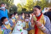 """北京印刷学院附属小学举办""""多彩书画院""""艺术市集体验活动"""