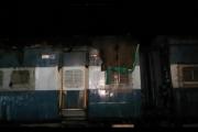印度13岁男孩爬上火车自拍 碰到高压线惨被烧焦