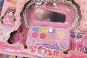 """儿童彩妆""""盯上""""中小学生:产品三无几元起售 化妆品还是玩具?"""